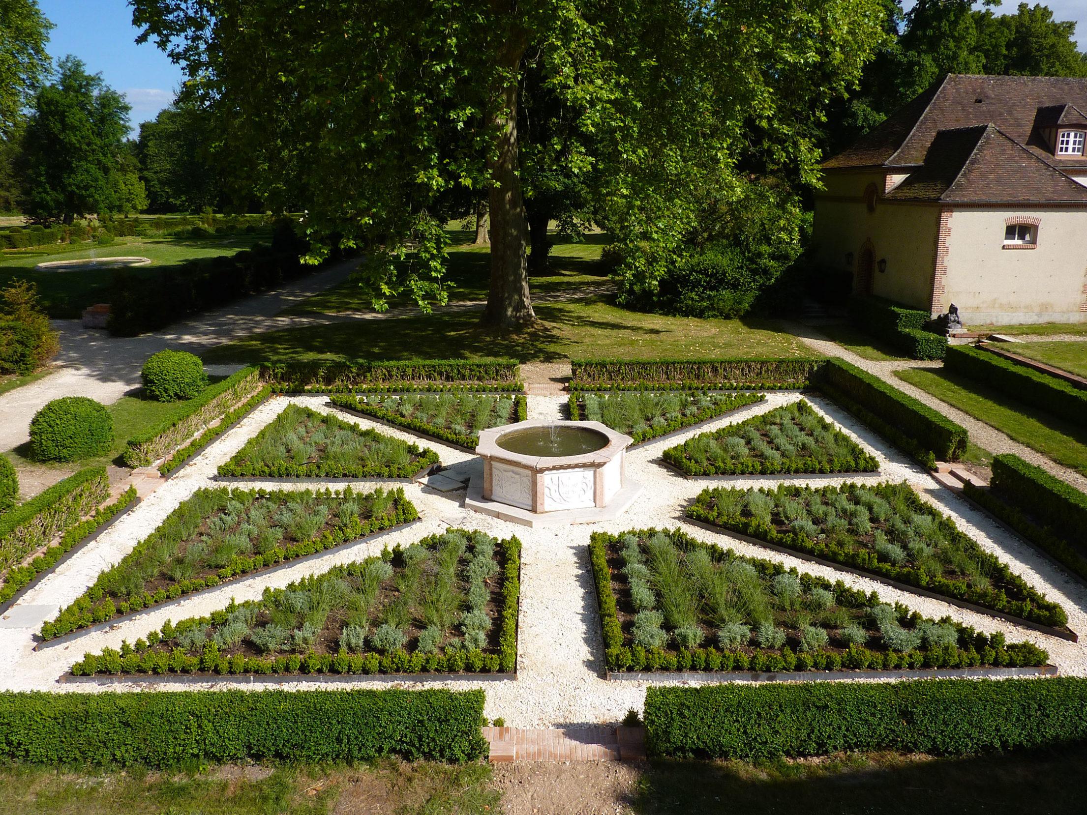 Aménagement jardin contemporain Montargis Amilly