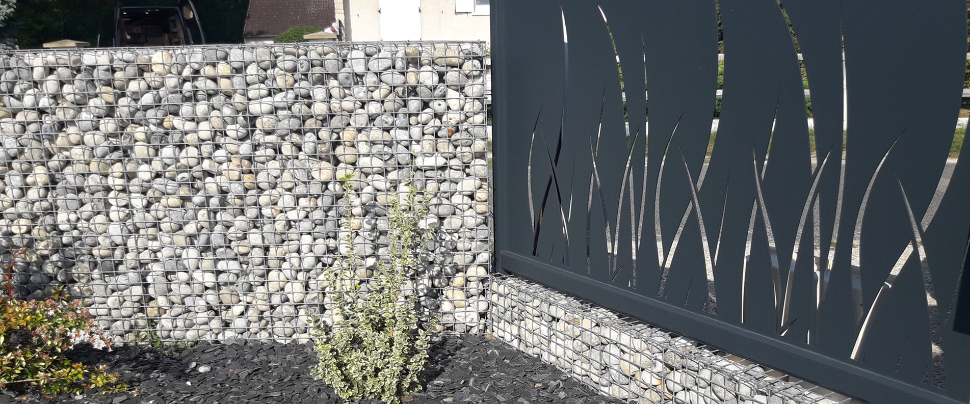 Pose d'une clôture et réalisation d'un mur en gabion