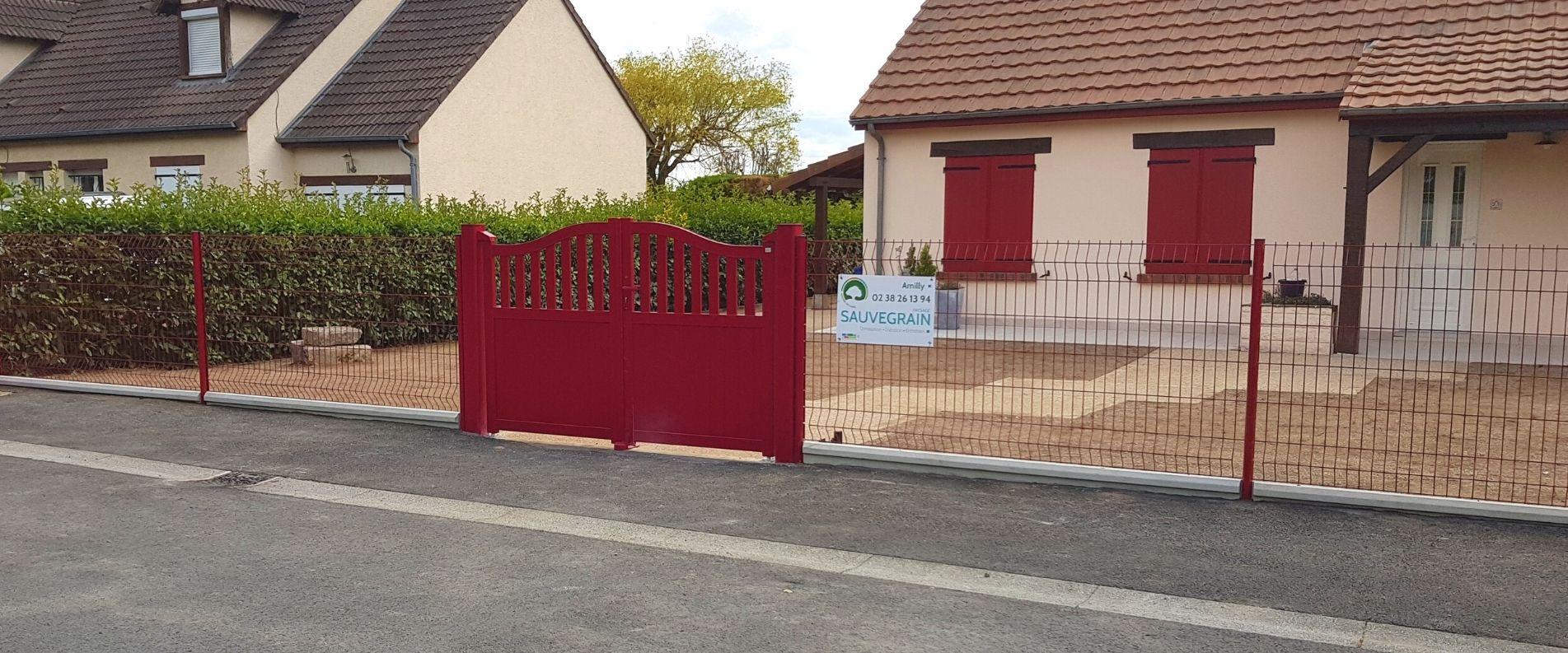 Pose d'un portail et d'un clôture en panneaux rigides