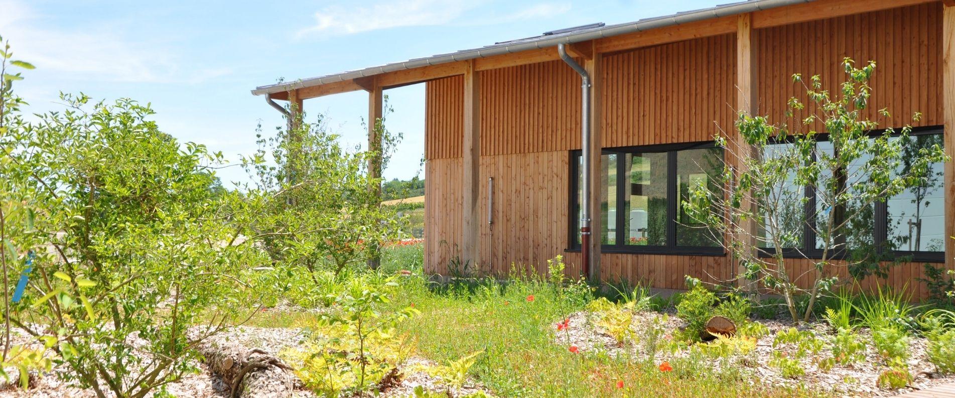 Aménagement paysager pour l'entreprise Mobil Wood à Saint-Bris-le-Vineux